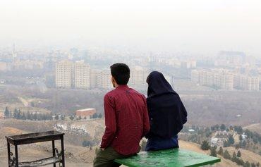 محللون: عمال إيرانيون يبحثون عن فرص في الخارج