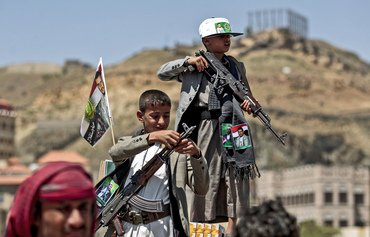 Arab Coalition turns over 12 child soldiers to Marib police