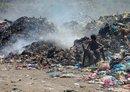 أزمة النفايات تؤدي إلى تفشي الكوليرا بمدينة تعز التاريخية في اليمن