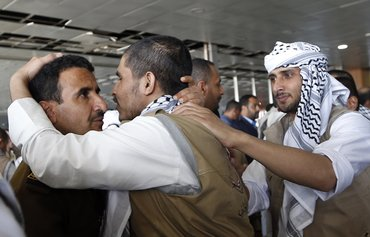 Houthis free 6 Saudi prisoners of war